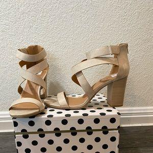 Qupid Strappy Block Heel Sandals in Tan Size 9